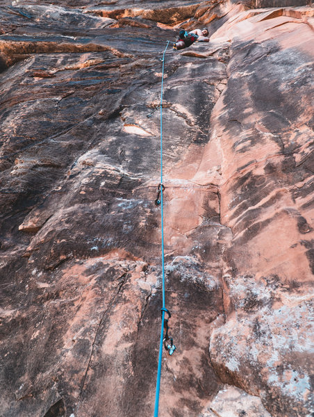 Does anyone know which route this is? Located near Kung Fu Theatre (a little further down the trail, and the start of the climb is on a ledge). Lots of chalk on the wall. Further up the wall there is a crack running up the wall.