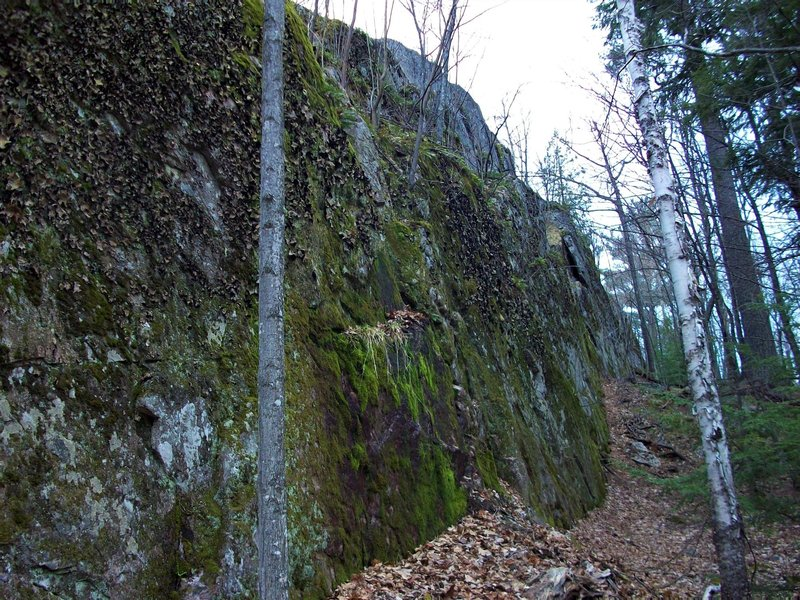 Small wall adjacent to the west of Pulpit Pitch.