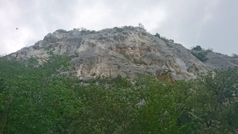 Settore Settentrionale from the trail.  Lower climber is on the Diretta 1 variation to Mariangela.  Upper team is on pitch 4 of Mariangela.