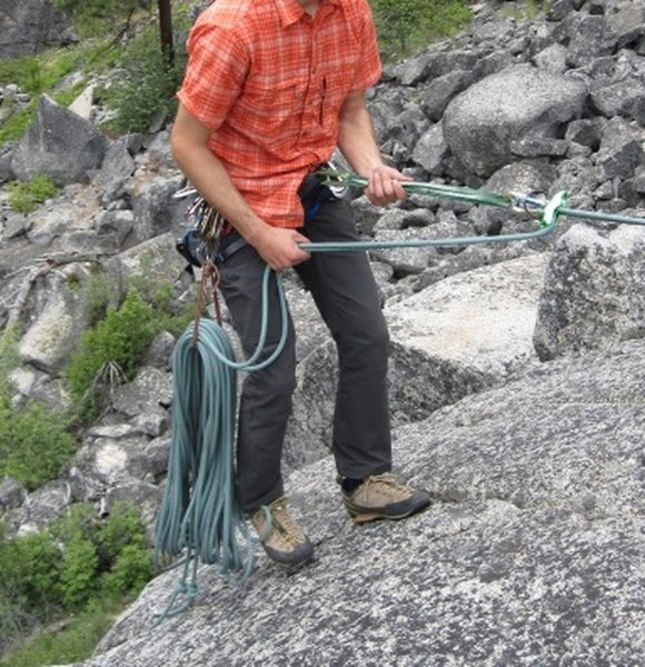 Rappel with saddlebags. [[American Alpine Institute]]http://blog.alpineinstitute.com/2010/06/saddlebags-for-rappelling.html
