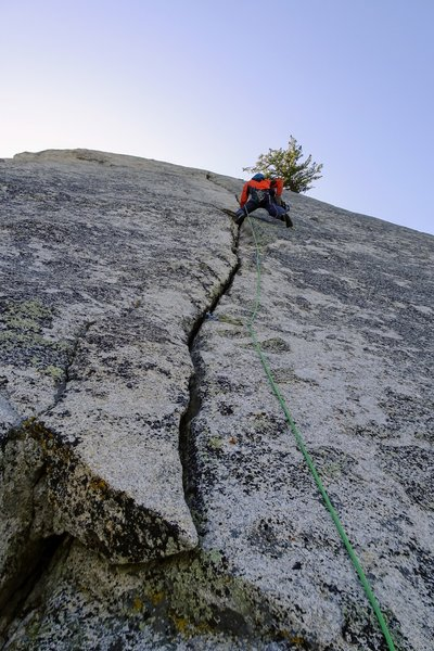B.Thau climbing P3 of Kaopectate Blues