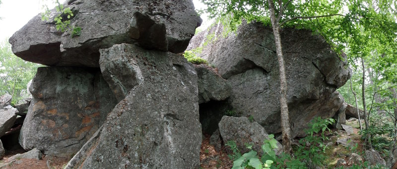 Looking back at the Geo Cache boulder on the right, the Flintstone formation on the left