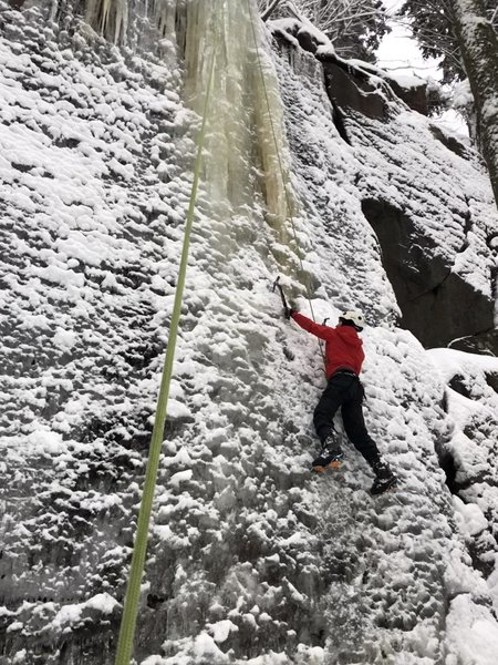 SLU OC member Logan Haggerty blasting up the thinner stuff and just about to gain the main pillar. Condtions on 1/28/2020