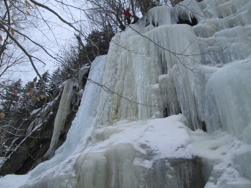 Usually, there are steeper and more challenging WI4 lines on the left side of the flow.