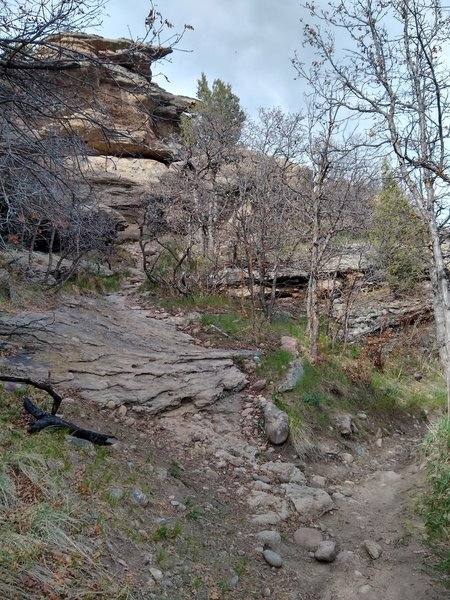 The side path that leads to the bouldering.
