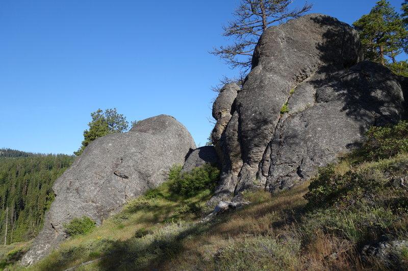 Boulder-cliffs