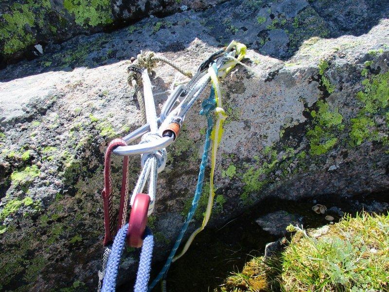 Top rappel anchor. To descend, make 7 double rope rappels of the route (P9, P7, P5, P4, P3, P2, P0).