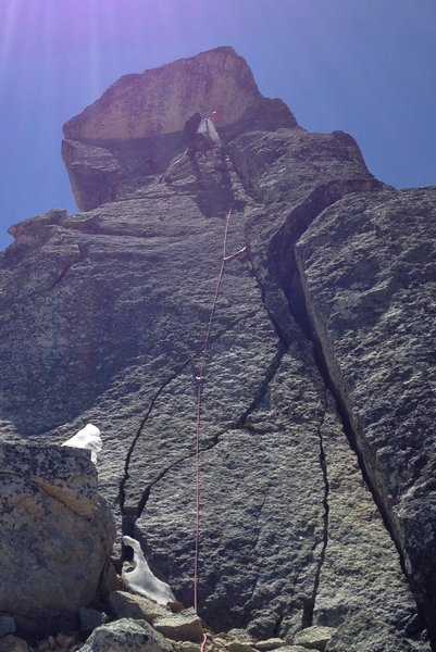 Beautiful direct line up the 'smaller first gendarme' on the North Ridge of Cutthroat. Looks hard but goes at around 5.7. Best pitch of the route and not shown in the Supertopo guide.