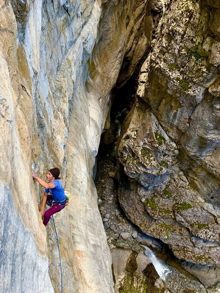 Rhys Beaudry getting onto the crux section of P2
