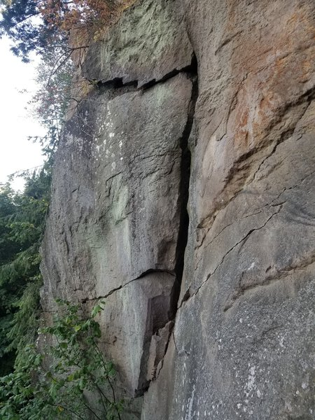 (3) The flakey crack flares open here. It will top out onto a dirty ledge