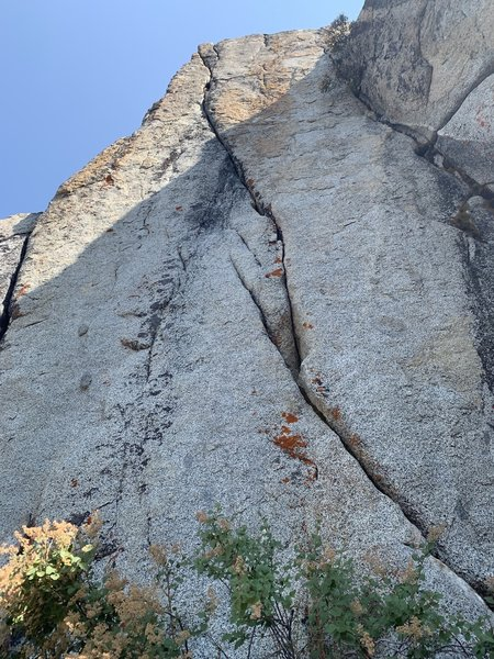 Sweet looking fingers and tips splitter at the East Cliff! Steeper than it looks. There is one rusty bolt on top. Someone should free this if it hasn't been already...