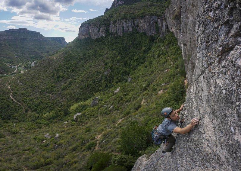Climbing in Cova De L'Ós