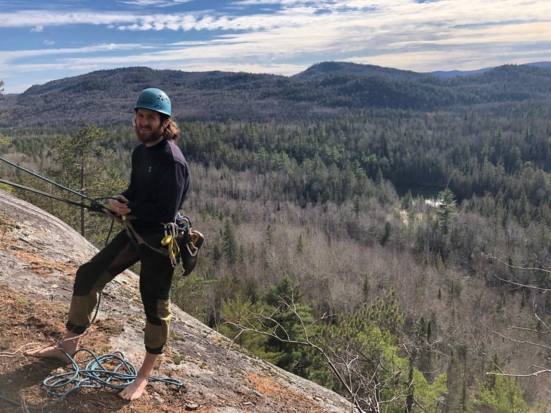 Belay from the upper large ledge