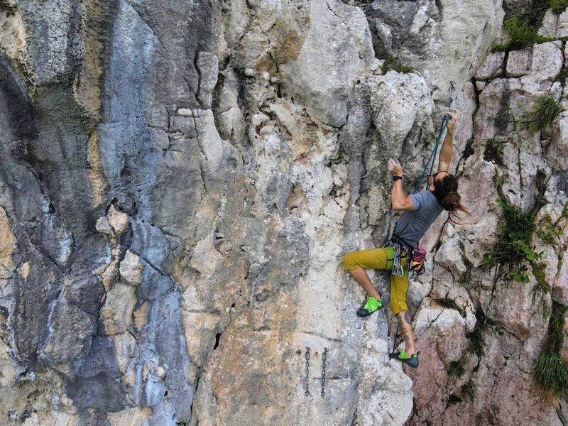 Ricardo Mercado clipping the 3rd/4th bolt