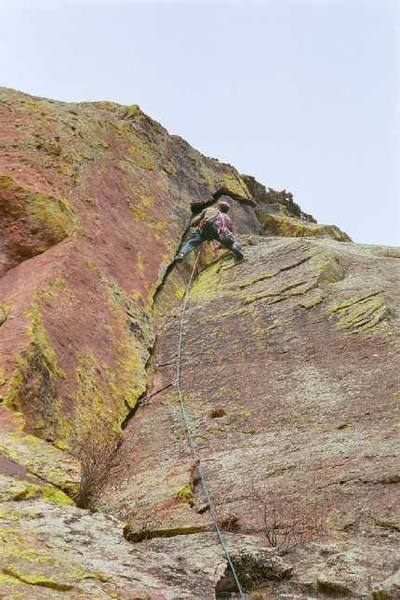 Tony Bubb leads the upper part of Good Cleavage, at Sobo.  Photo by Peter Spindloe.