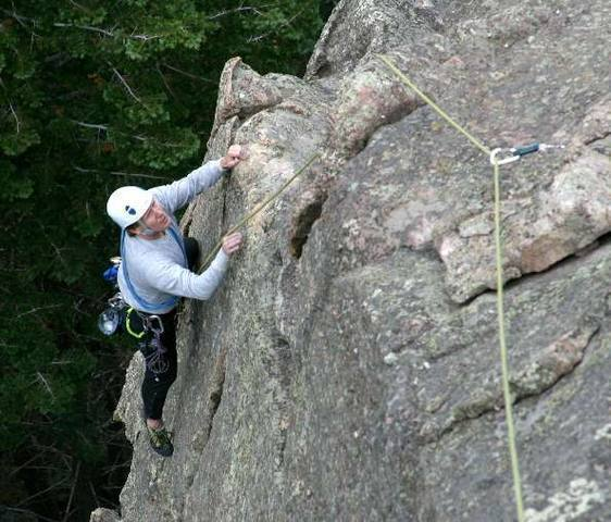 Mark Robbins topping off the crack 2nd pitch by Alan Whittern.