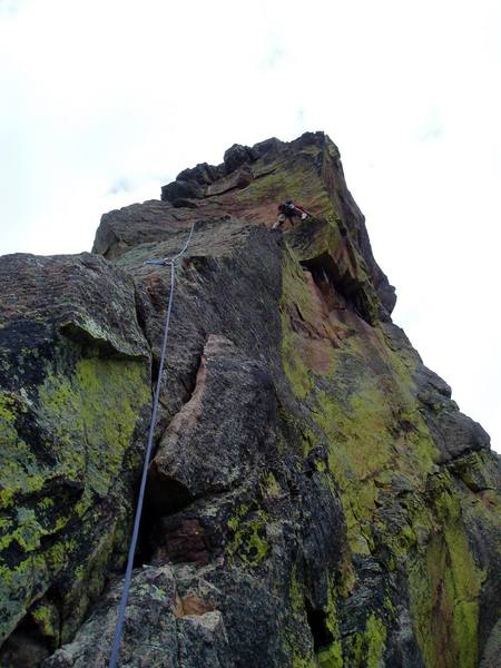 Moving right to the arete on P3. It's easy to link P2 and P3, but there's a bit of drag after you move around the arete on the left. Linking the two pitches makes the moves off the P2 belay safer, since more rope is out.