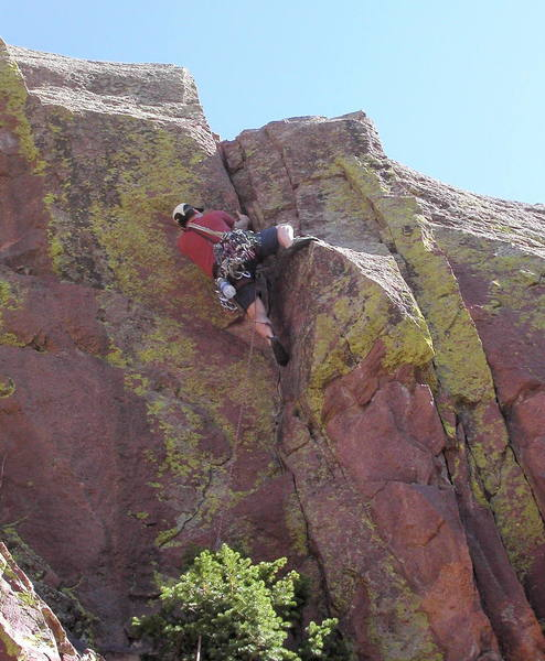 Bruno Hache cranking up to the hand crack on the second pitch.