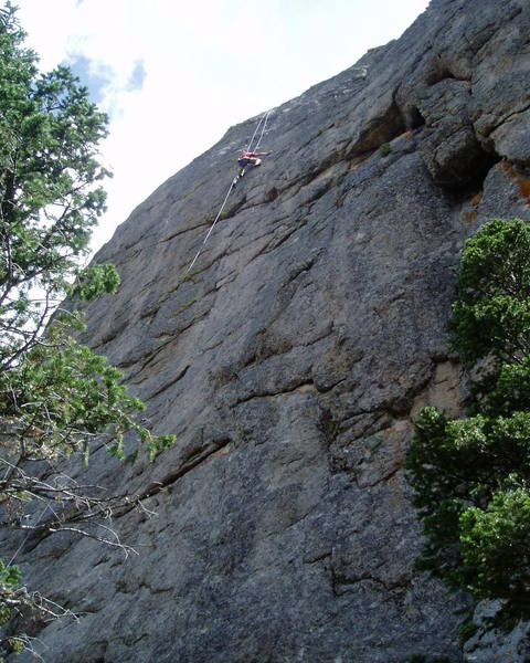 When linked as one pitch this is a long pitch for a sport climb. A 70m rope just touches the ground from the anchors. Although the rope runs very straight, it may still be worthwhile belaying at the P1 anchors to reduce the weight of the rope.