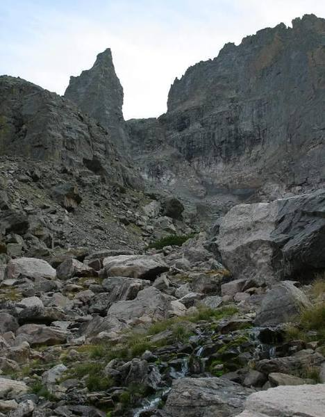 Looking up the Gash at the North and West faces.