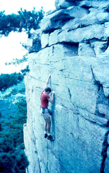 Steve s on the first lead of the Flake route. Running it to the top off a #3 rp and a swami belt.