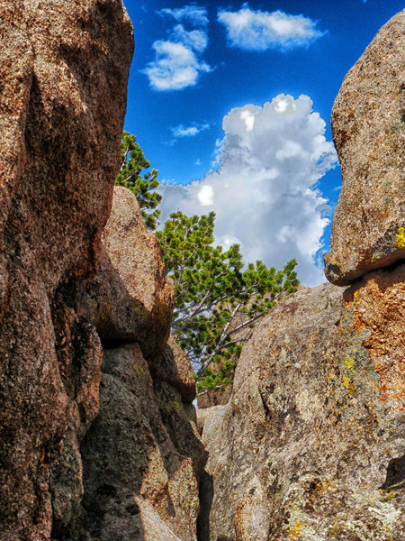 Rock formations along the Bierstadt.