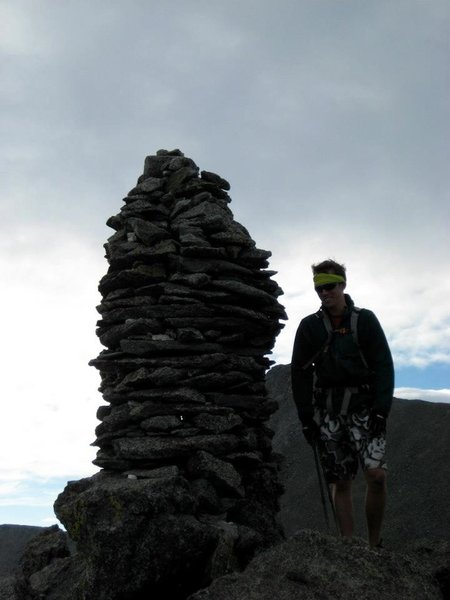 A large cairn along the ridge provides a can't-miss landmark.