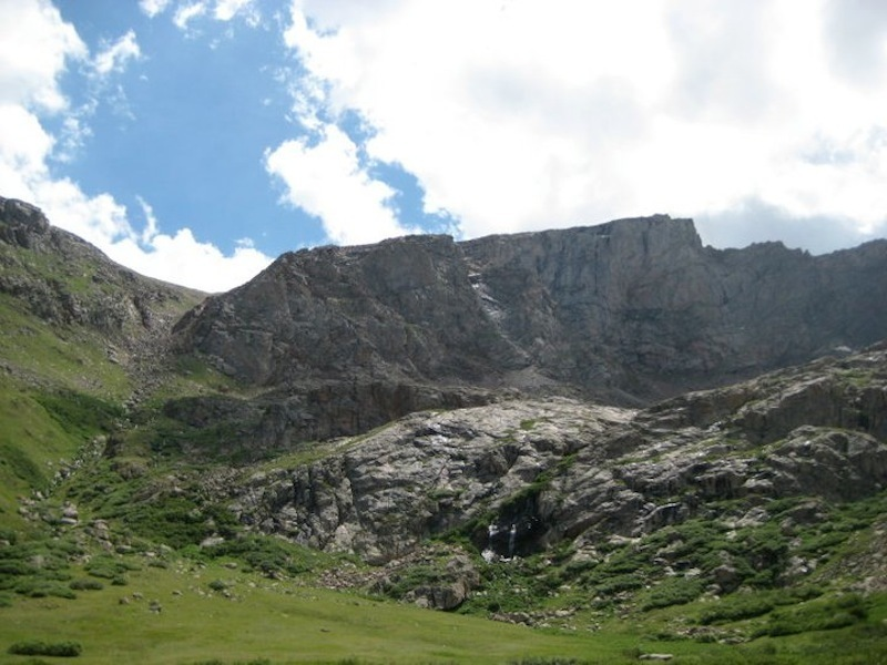 The descent gully, to the left of the photo, as seen from near the end of the Mt. Evans Trail
