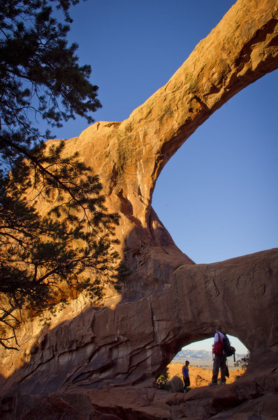 Double O Arch with hikers for scale