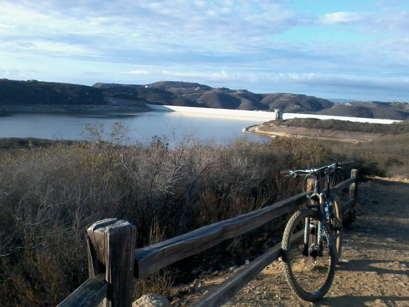 Looking out to the reservoir and dam. Trails go off to the left and right.