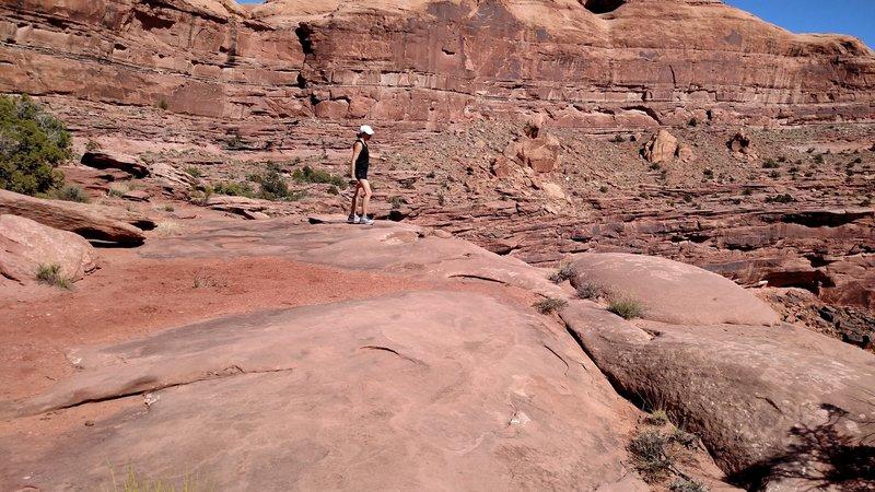 Running above Hunter Canyon on the Hunter Rim Trail singletrack