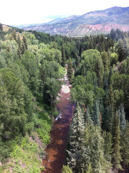 From Tiehack Bridge, Maroon Creek trail is hidden in the trees to the left of the Creek. Maroon Creek trail ends after a short climb just beyond the Highway 82 bridge in the distance.