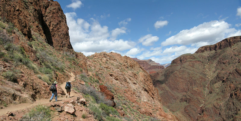 A group of hikers making their way back up Bright Angel Trail 3298
