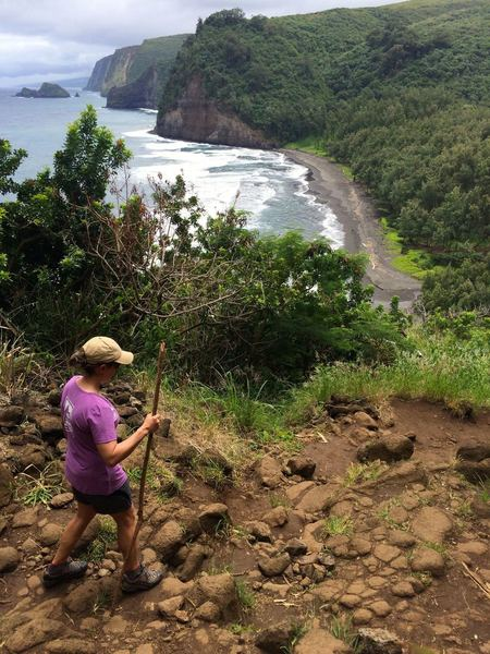 Rounding the rocky Awini Trail to Pololu Valley