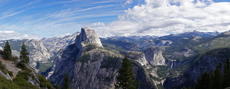 Looking out over the Yosemite Valley from the Glacier Point Trail