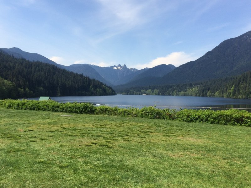 Start / finish location overlooking Capilano Lake with the Lions in the background