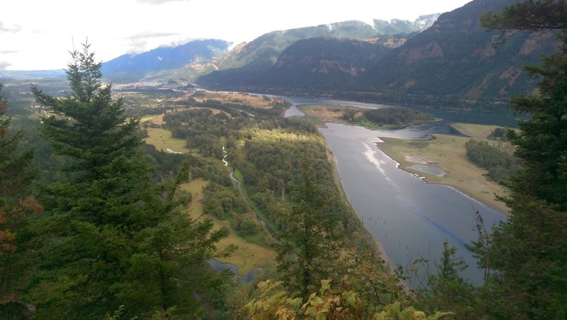 The beautiful views atop Beacon Rock do not disappoint.