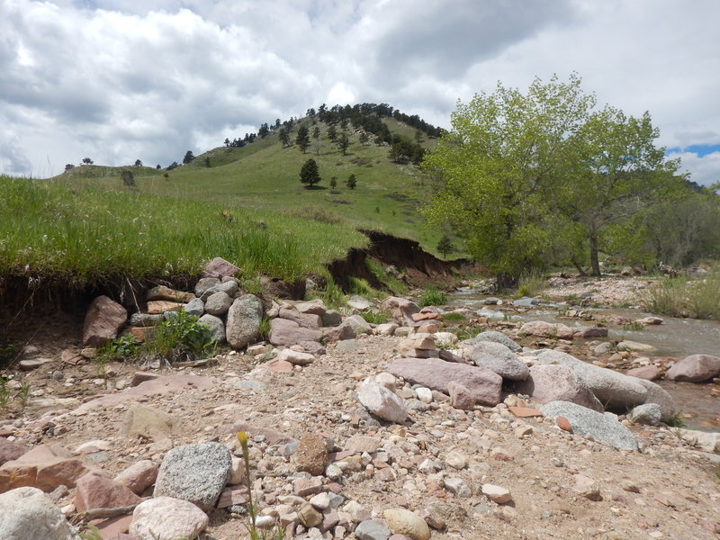 From the flooded Fourmile creekbed, climb the ramp up the left bank (marked by cairn)