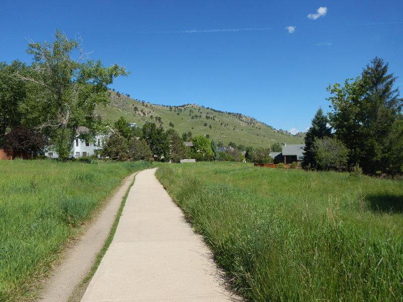 Heading north on the Wonderland Hills path