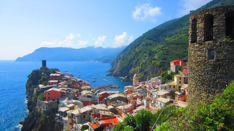 Vernazza. View towards Monterosso al Mare
