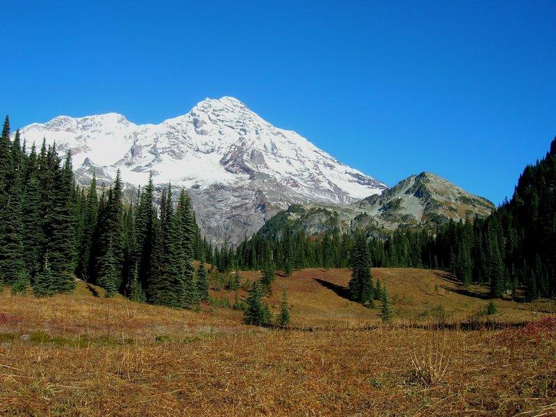 Rainier and Pyramid Peak (photo by brewbooks)