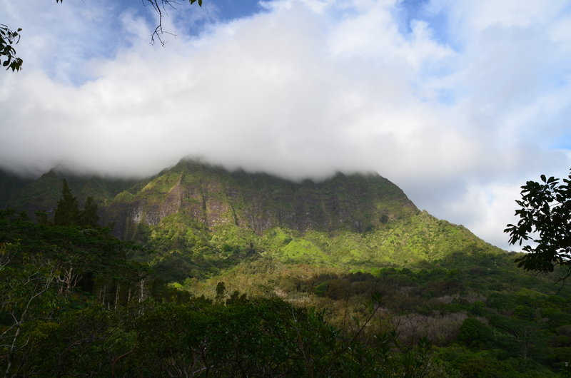 Ko`olau Range and clouds