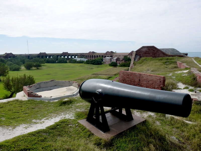 Standing on the outer ramparts, looking past one of the Parrot guns back across the inner grounds toward the boat dock.