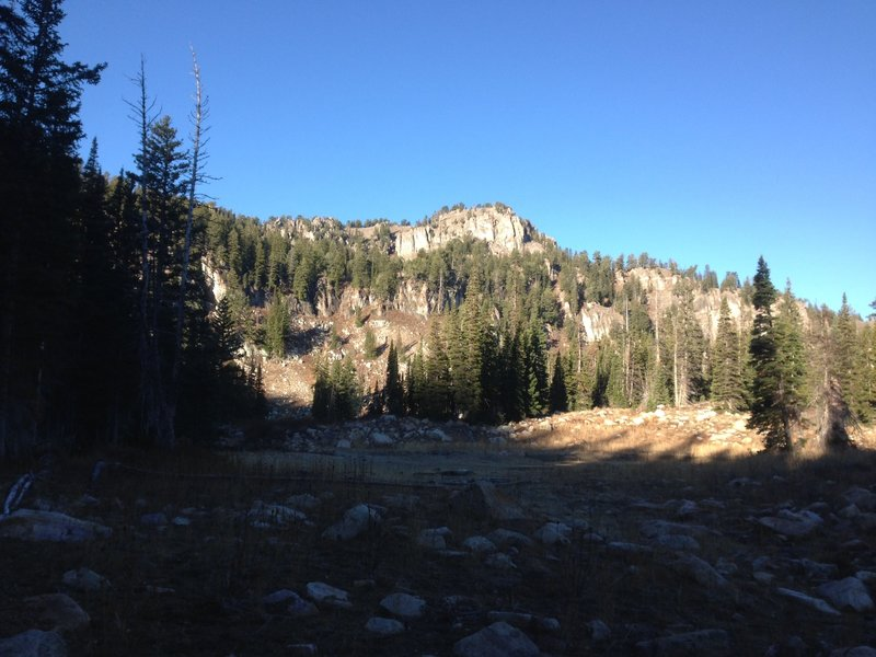 A small dry pond and cliffs near Steam Mill Lake.