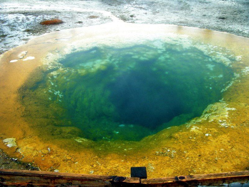 Morning Glory Hot Spring in the early Spring