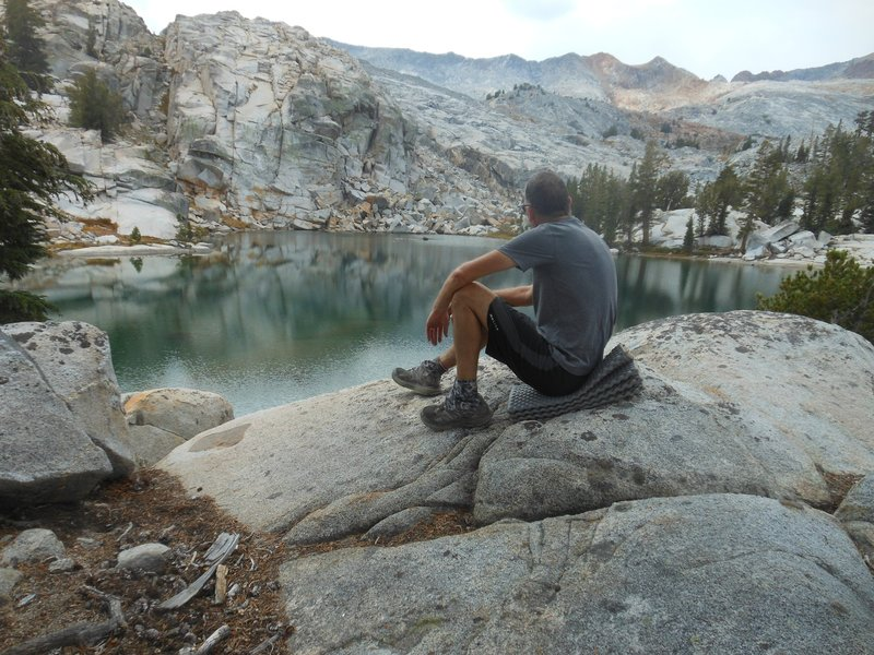 An unnamed lake tucked in the rocks near Red Peak Pass.