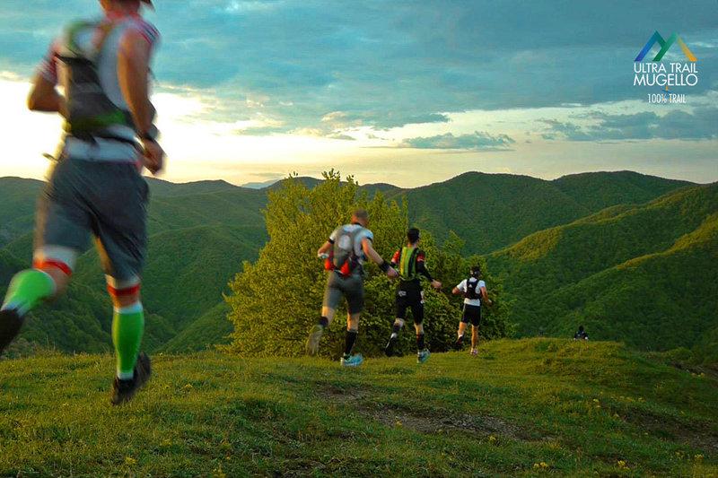 Runners head down Monte Acuto on the Trail del Mugello.