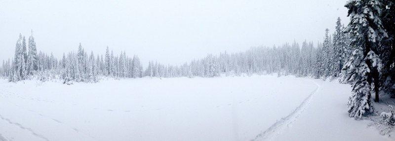 Skyline Lake frozen panorama.