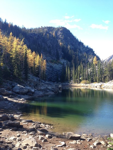 Small lake off Colchuck Lake and the trail of the same namep in autumn.