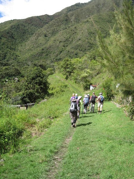 Making our way up from La Playa to Lucma Lodge.
